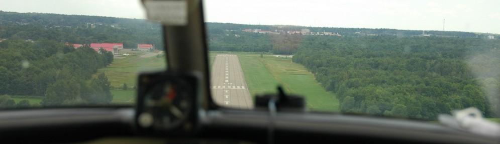 Final Approach, Runway 10 Lachute, QC (CSE4) Pilot: Clark Steven - Photo: Matt Steven